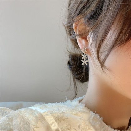 S925三朵钻石花耳钉耳环